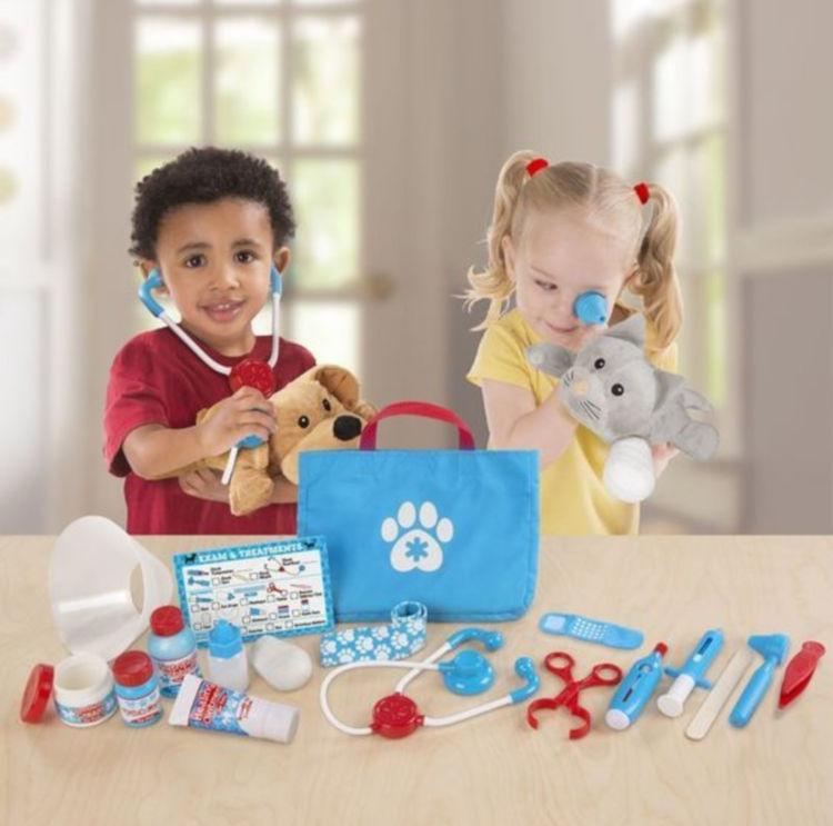 Melissa & Doug Examine and Treat Pet Vet Play Set é um dos melhores brinquedos para comprar na amazon online